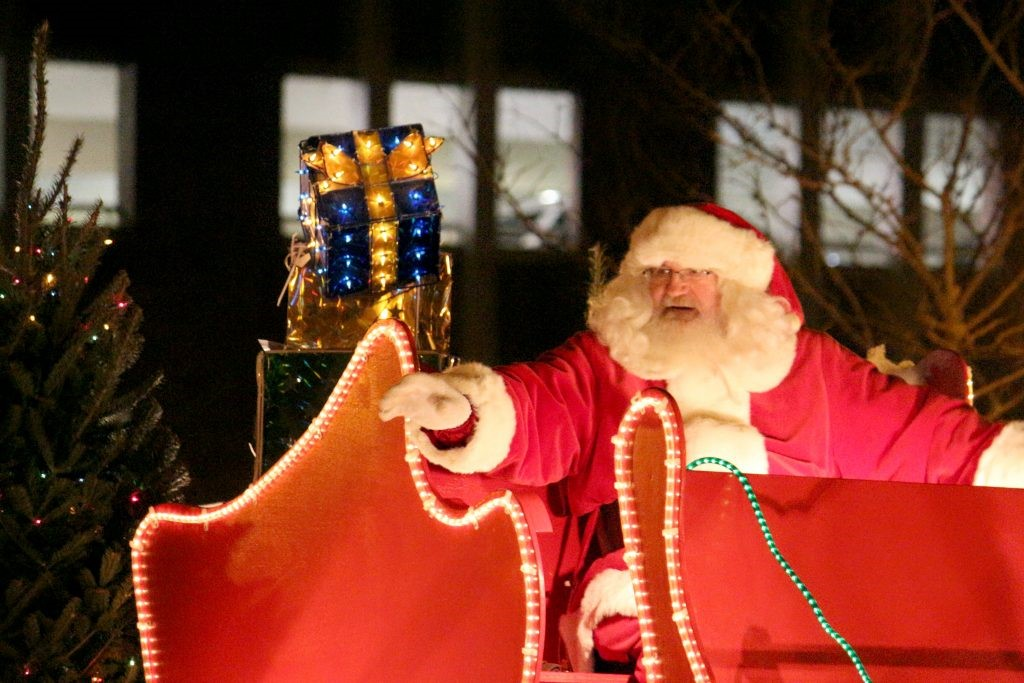 Holiday Parade, the Sounds of Sinatra,  Santa Pet pics & More...